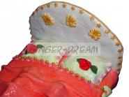 Детский торт-игрушка «Кукольная кроватка»